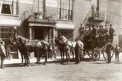 Mrs Catton's horse-drawn omnibus which pied between the Swan Hotel and Darsham Station
