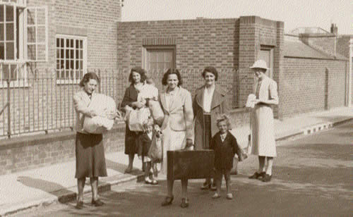 Evacuees arrive at Southwold School at the start of the war